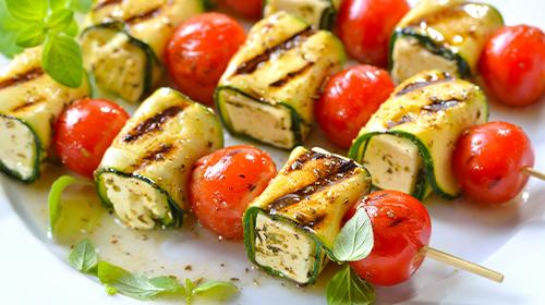 Vegetarische Zucchini-Feta-Spieße