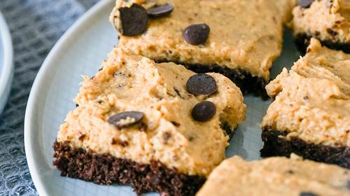 Eine Liebeserklärung zum Naschen: Gesunde Cookie Dough Brownies